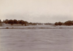 Moosi River (in flood), Secunderabad, 1902-03.